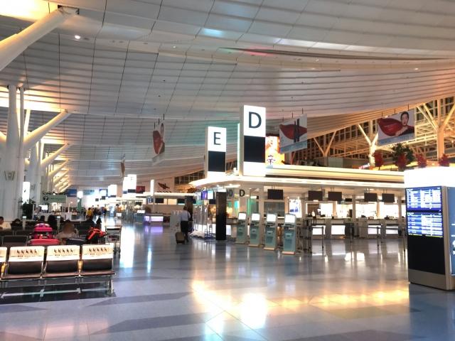 ANA空港カウンターの風景